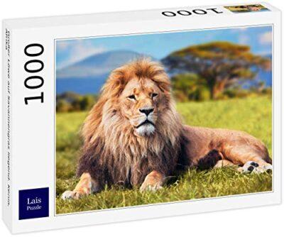 Lais Puzzle Grande Leone Disteso Sullerba Della Savana Kenya Africa 1000 Pezzi 0